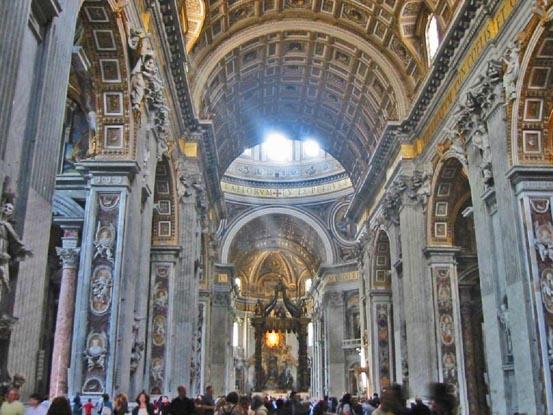 Лепнина собора Святого Петра в Риме.