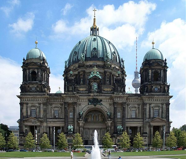 Берлинский кафедральный собор (Berlin Cathedral. Berliner Dom. 1894–1905 гг). Берлин, Германия. Стиль барокко. Проект Юлиуса Рашдорфа. Строился как главная церковь прусских протестантов, являлся придворной церковью династии Гогонцоллернов.