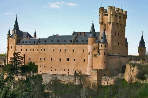 Замок Алькасар в романском стиле. Сеговия. Испания.