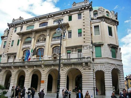 Дворец коммуны (Palazzo del Comune). Архитектор Раймондо д' Аронко. Удине. Италия. 1911-1932 гг.