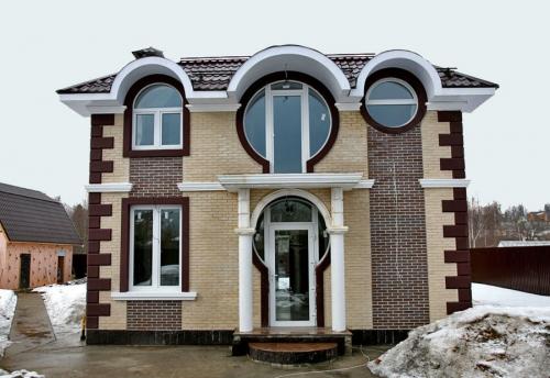 Дом с овальными окнами