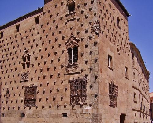«Дом с ракушками» (Casa de las Conchas) в Саламанке. Испания (1493—1517 гг.)