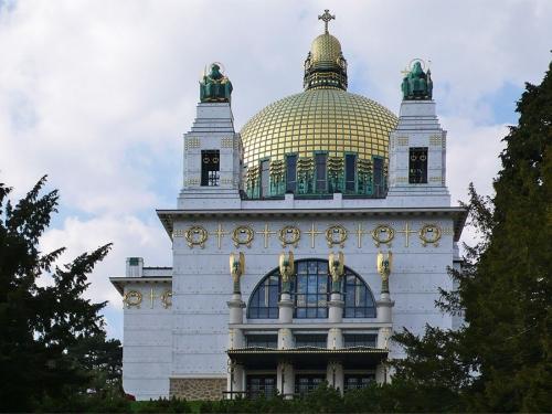Церковь Святого Леопольда (Kirche am Steinhof) декорирована линейным орнаментом. Архитектор О. Вагнер. 1905-1907 гг. Вена
